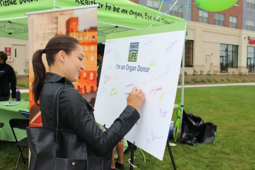 New Yorkers show their support for organ, eye and tissue donation by signing a poster.